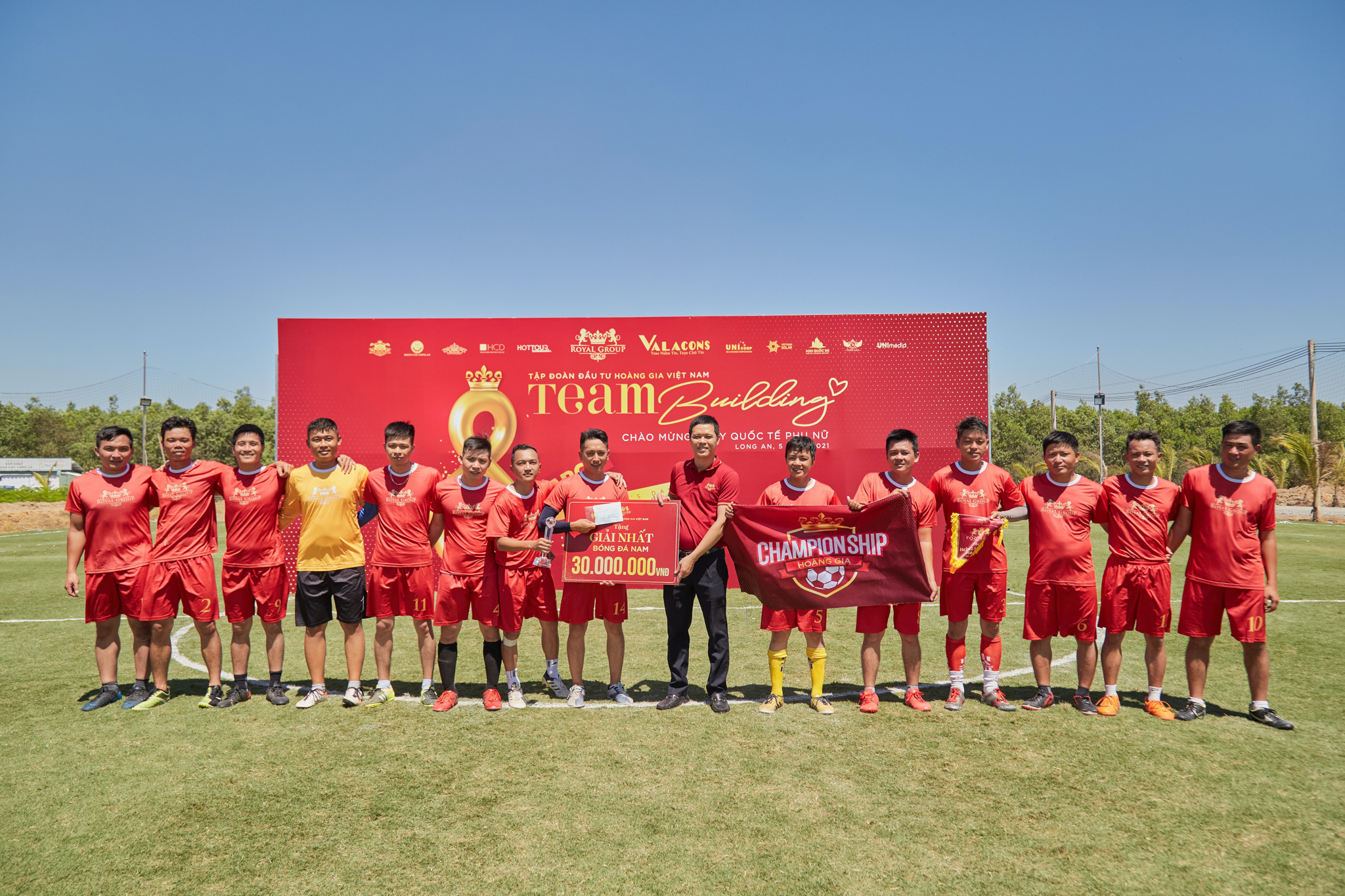 Đội bóng đá nam VRI Group xuất sắc giành chiến thắng